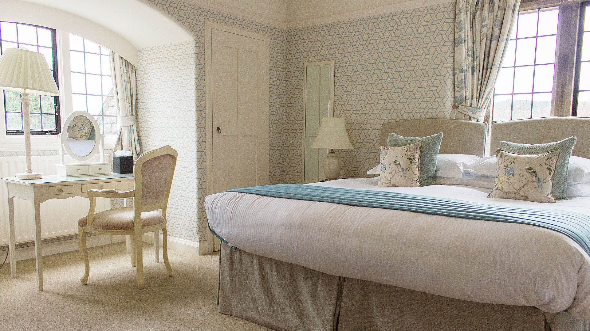 Cragwood Hotel Lake View Bedrooms Snippet Image